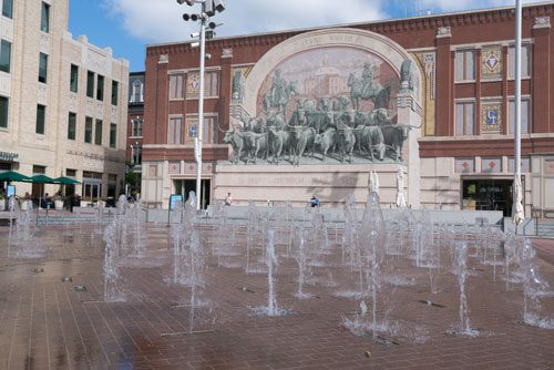 Image of fountains and mural of longhorns in Fort Worth Sundance Square