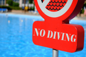 A no diving sign shows the pool is too shallow for diving