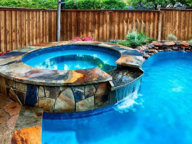 Freeform Pool Design with Natural Hues on the Vickery Job
